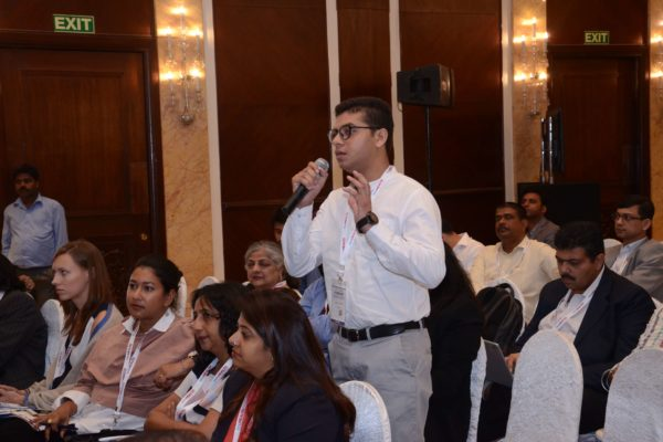 Attendee interacting with speakers of session 1 at InnoHEALTH 2017