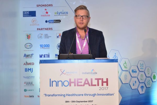 Priit Aigro pitching SmartDo at InnoHEALTH 2017