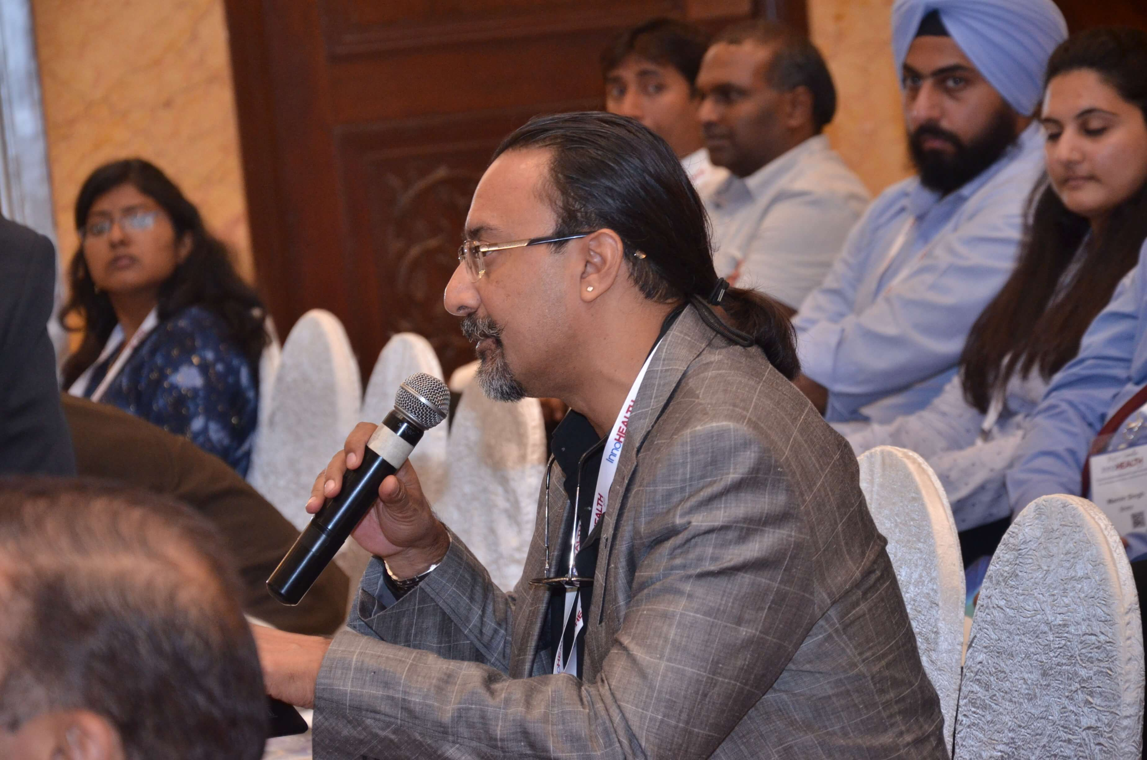 Santanu Biswas interacting with panellists of session 3 at InnoHEALTH 2017
