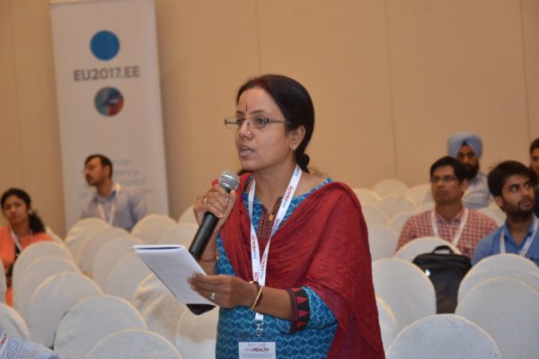 Gayathree Mohan interacting with the panellists of session 4 at InnoHEALTH 2017