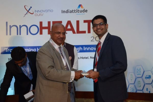 Brig(Hony) Dr Arvind Lal presenting a memento to Siddharth Sangwan in session 2 at InnoHEALTH 2017