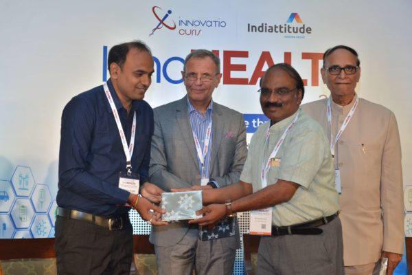 Dr D Prabhakaran presenting mememto to Dr Pranav Kumar Gupta at InnoHEALTH 2017