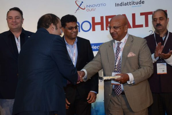 Sachin Gaur presenting a memento to Brig(Hony) Dr Arvind Lal for session 2 in InnoHEALTH 2017
