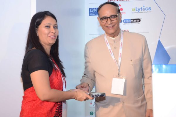 Nimisha Singh presenting memento to Dr V K Singh