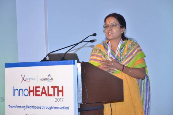 Gayathree Mohan presenting his innovation at InnoHEALTH 2017