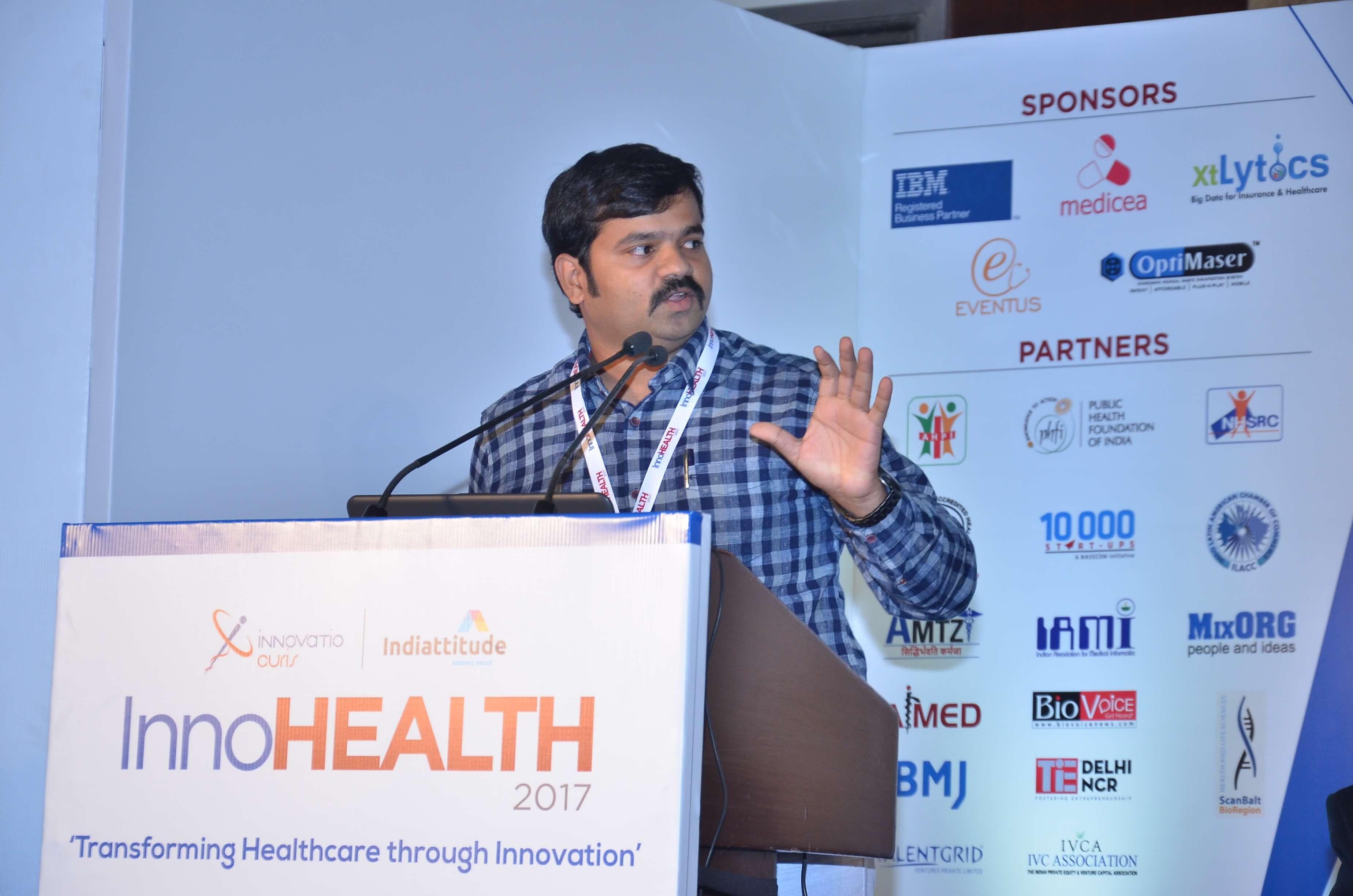 Sri Harsha presenting his innovation at InnoHEALTH 2017