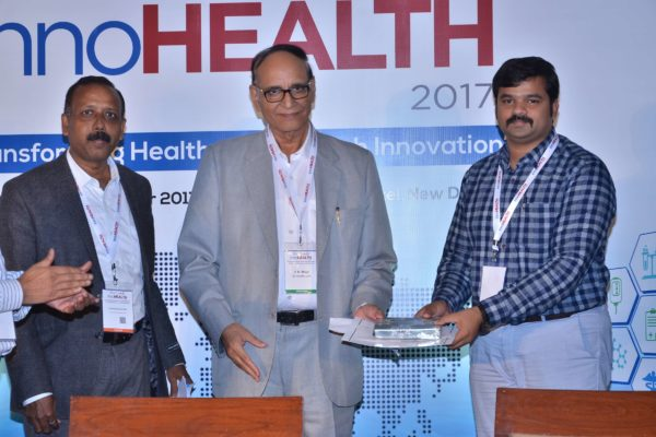 Dr V K Singh presenting certificate and a memento to Sri Harsha at InnoHEALTH 2017