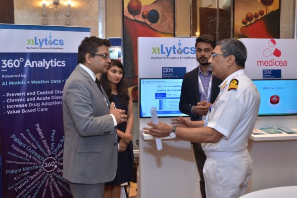 Deepak Mittal and an attendee in a conversation at xtylitics booth in InnoHEALTH 2017