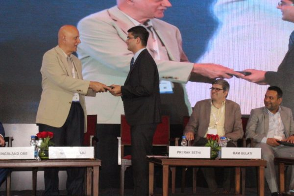 10. Dr Shiban Ganju presents a memento to Prerak Sethi in session 2 on Achieving universal health coverage, insurance led innovations and AYUSH at InnoHEALTH 2018