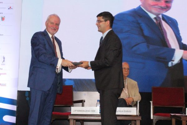 7. Prerak Sethi presents a memento to Dr James P Kingsland OBE in session 2 on Achieving universal health coverage, insurance led innovations and AYUSH at InnoHEALTH 2018