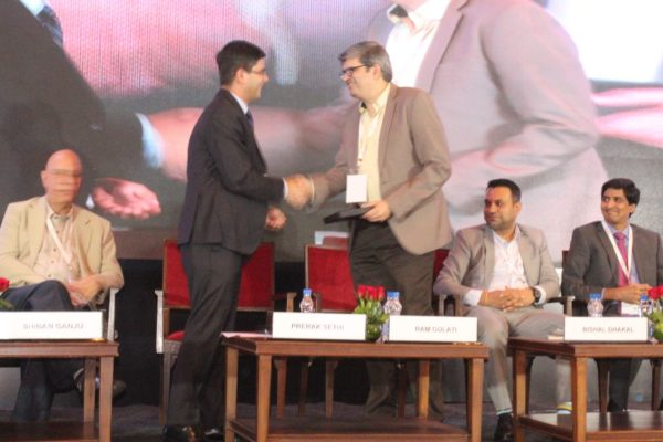 8. Prerak Sethi presents a memento to Dr Ram Gulati in session 2 on Achieving universal health coverage, insurance led innovations and AYUSH at InnoHEALTH 2018