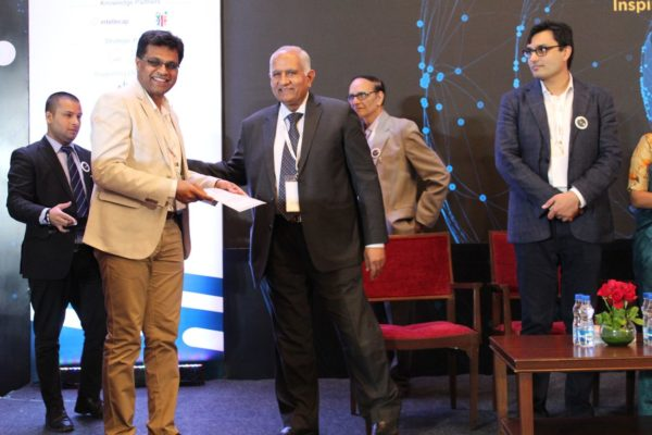 1.-Pavan-Asalapuram-from-EMPE-diagnostics-receives-an-appreciation-from-Adarsh-Sharma-at-InnoHEALTH-2018