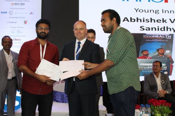 Abhishek-Venkataraman-and-Sanidhya-Rasiwasia-receive-the-second-place-at-the-young-innovators-award-session-of-InnoHEALTH-2018