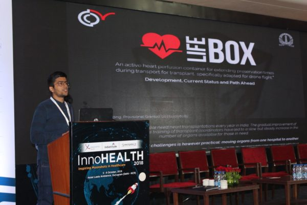Deval-Karia-presents-his-innovation-on-LifeBox-in-the-Young-innovators-award-session-at-InnoHEALTH-2018