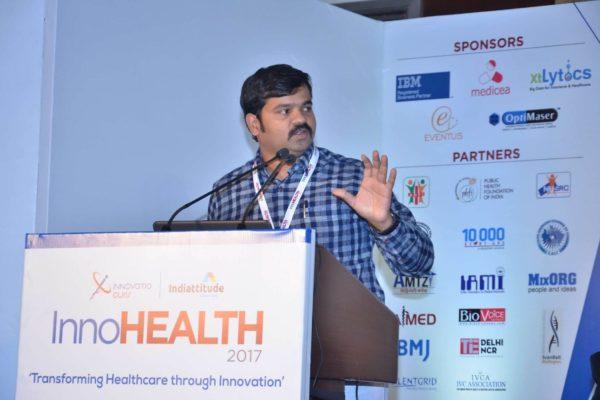 Sri-Harsha-presenting-his-innovation-at-InnoHEALTH-2017