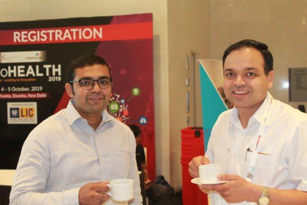 Joginder Tanikalla and Dr. Vikram Aggarwal having coffee at InnoHEALTH 2019